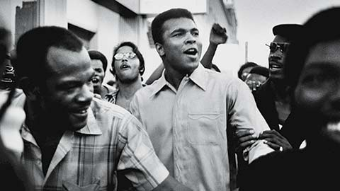 Muhammad Ali walks through the streets of NYC with members of the Black Panther Party, Sept 1970.